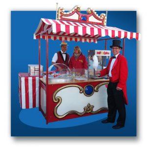 Jahrmarktstand mit Popcorn und Zuckerwatte
